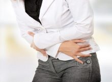 Simptom tipičan za endometriozu jest dizmenoreja, odnosno bolna menstruacija.